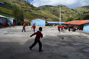 New futbool court for Columbe Grande'school
